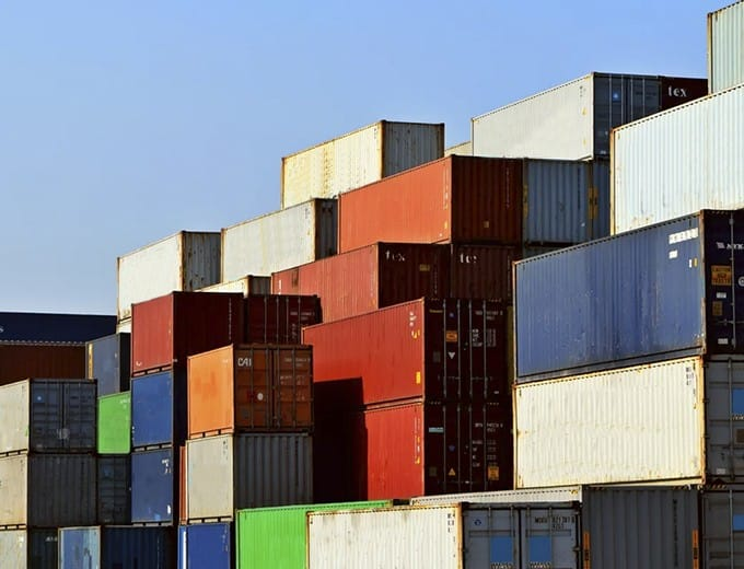 Storage: prefabricated maritime buildings and containers